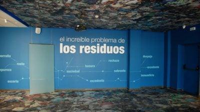"""<h3 class=""""anchor"""" id=""""sala-1-el-increible-problema-de-los-residuos"""">1. Sala 1: El increible problema de los residuos<a class=""""enlace_interno"""" href=""""#inicio_toc"""" target=""""_self""""><i class=""""fa fa-angle-double-up"""" aria-hidden=""""true""""></i> Ir arriba</a></h3>"""