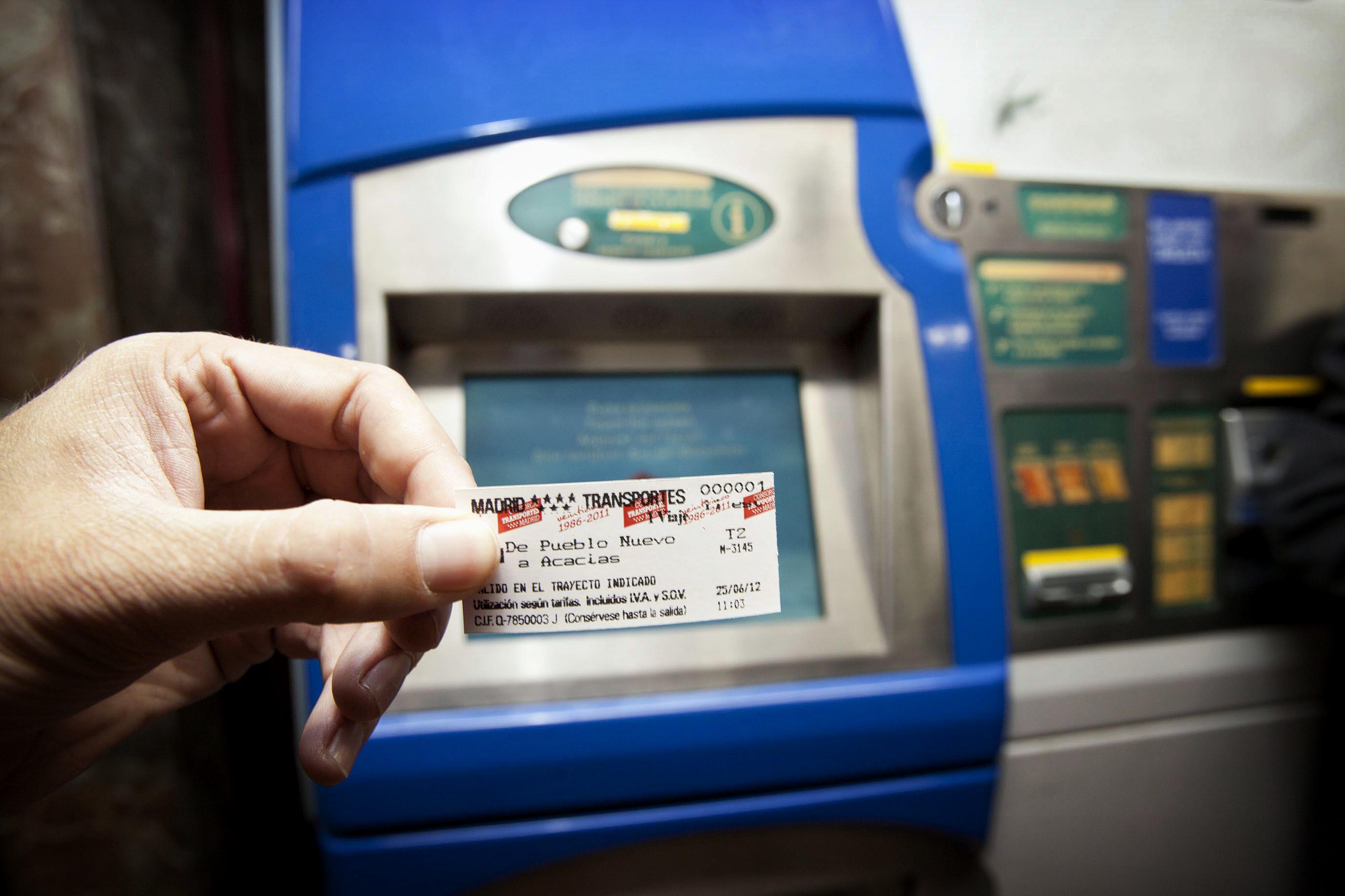Metro de Madrid ahorra en papel
