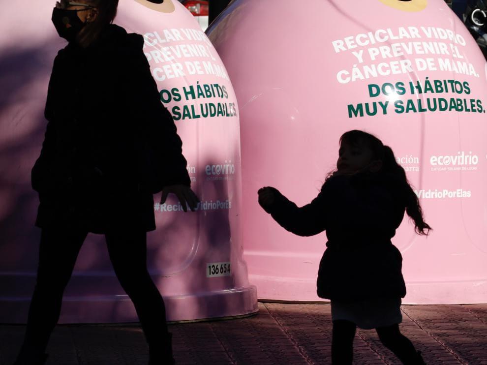 Zaragoza y Ecovidrio invitan a reciclar vidrio contra el cáncer de mama