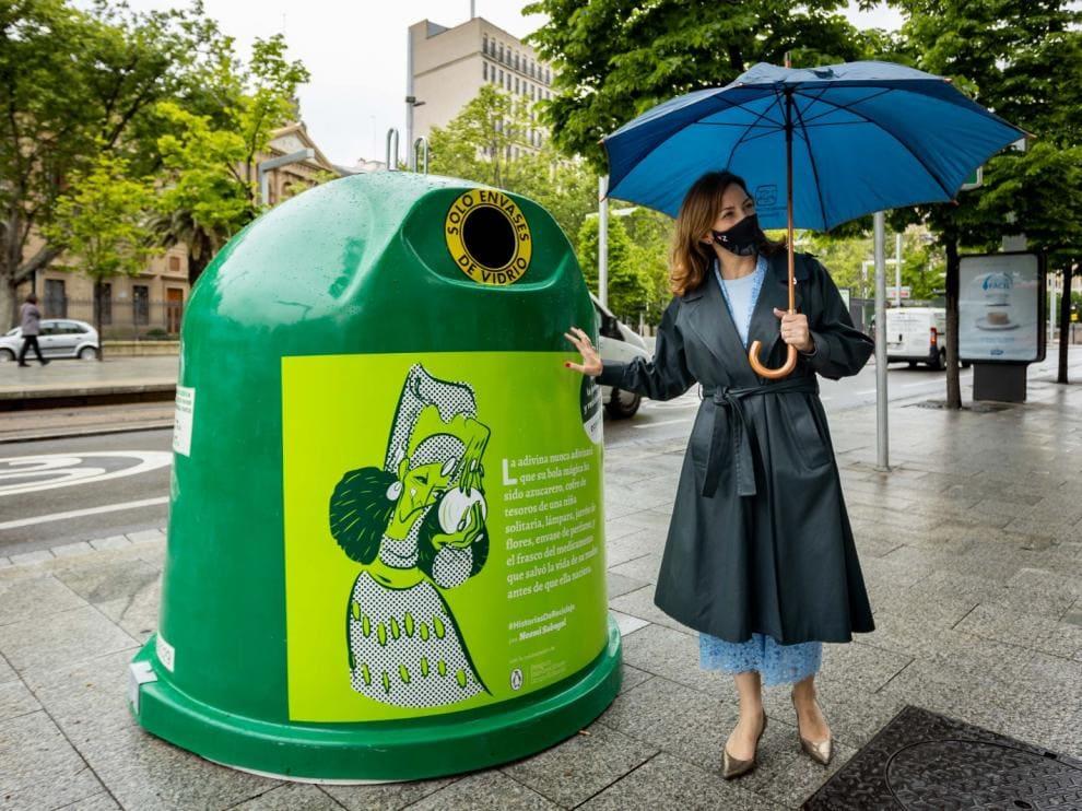 Ecovidrio celebra el Día del Libro y llena Zaragoza de microrrelatos por el reciclaje